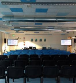 Allestimento convention aziendale con audio e luci