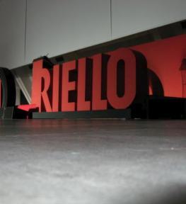 Installazione attrezzatura per conferenza Riello