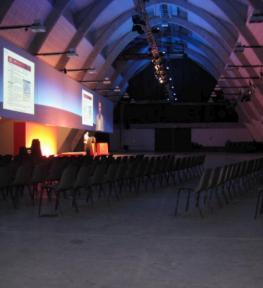 Illuminotecnica e amplificazione audio per conferenza