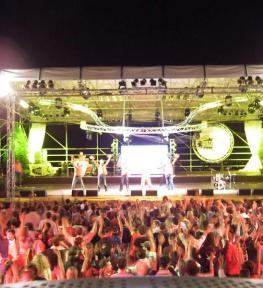 Progettazione e costruzione palco con copertura per eventi musicali a Verona
