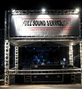 Struttura per palco e copertura con service luci ed effetti speciali per spettacoli a Verona