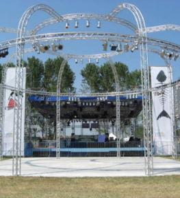 Struttura per palco e copertura per spettacoli a Verona