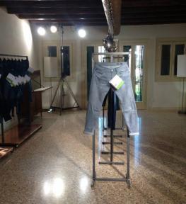 Service illuminotecnica per esposizione vestiti