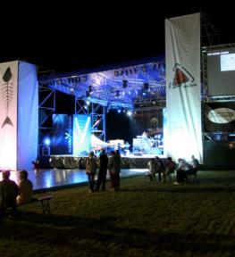 Tour service concerto Yano alegria y felicidad effetti speciali luci, palco con copertura e audio