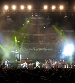 Eurotour service completo con luci e audio per concerti Davide Van De Sfroos