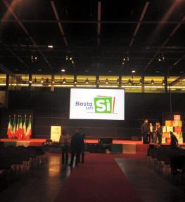 Allestimento convention con service luci, audio e video con maxi schermo in fiera a Padova