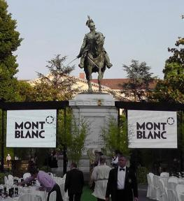Montaggio grande schermo led per evento Mont Blanc