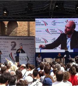 Struttura con mazi schermo led per manifestazione a Verona