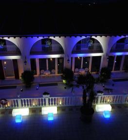 Service luci LED per matrimonio in bianco e blu