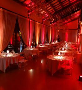 Allestimento evento in villa con illuminazione