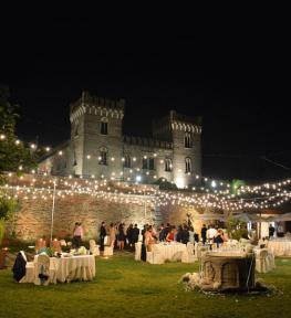 Allestimento service audio-luci matrimonio al Castello di Bevilacqua